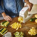 Leifheit Coupe-Frites, Découpage des pommes de terre grâce à deux lames de coupe, coupe légumes antidérapant pour faire des bâtonnets de 10mm ou 12 mm de la marque Leifheit image 2 produit